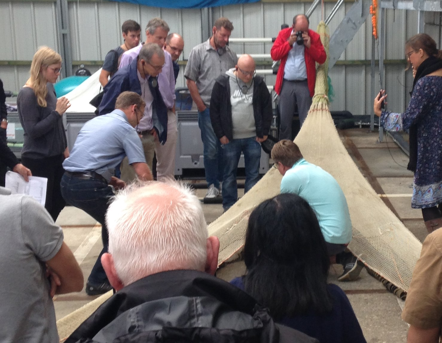 Presentatie vissers voor Internationale Rijncommissie bij Haringvliet
